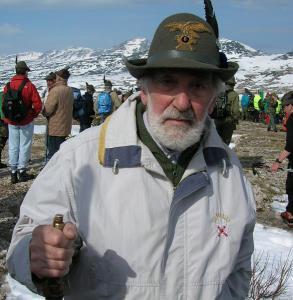 Mario Rigoni Stern sull'Ortigara, durante l'Adunata degli Alpini ad Asiago nel 2006.