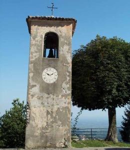 La campana che dà il nome alla località (foto: www.caiasiago.it)
