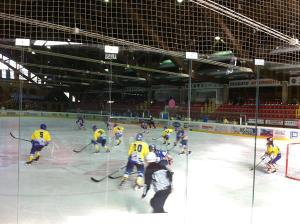 Una partita di hockey stadio del ghiaccio di Asiago