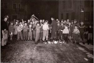 I bambini festeggiano Schella Marzo con Mario Rigoni Stern