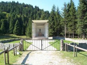 Il sacello di Granezza (foto Cai Asiago)