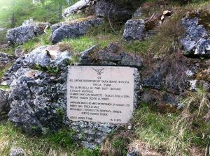 La lapide sul Monte Forno