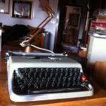 La macchina da scrivere su cui Mario ha scritto praticamente tutti i suoi libri: gliela regalò lo stesso Adriano Olivetti all'indomani della vittoria al Premio Viareggio, nel 1953