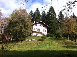 La casa in val Giardini che Mario si costruì con le proprie mani, assieme ai figli e a un gruppo di muratori, e dove visse fino all'ultimo giorno
