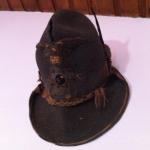Il cappello da alpino che Mario indossava durante la prigionia